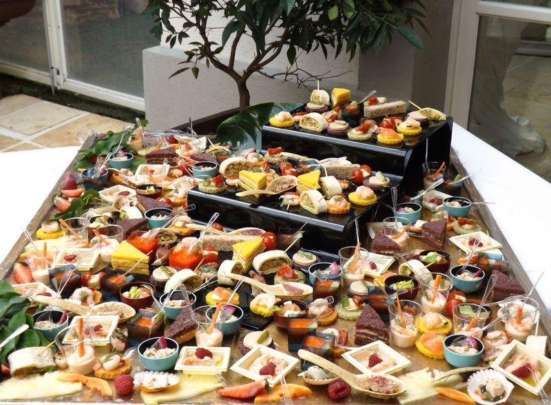Galerie traiteur pouzadoux organisation mariage soir es priv es st tropez v - Decoration de buffet ...